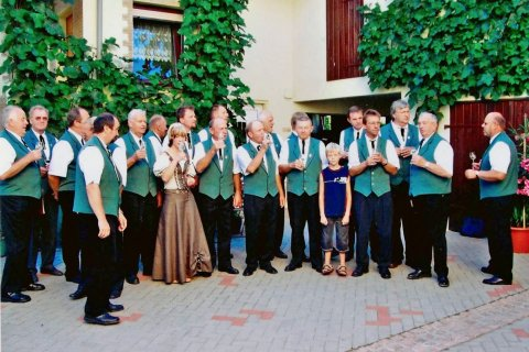 Juli 2006. Bei der frisch gekrönten Weinprinzessin Christina Eulau